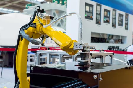 zbraně: Controler robotické ruky