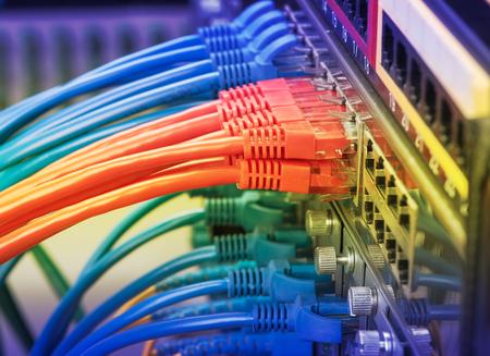 Interrupteur et câbles réseau, Data Center Concept. Banque d'images - 51207543