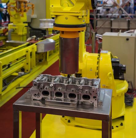 metal working: Multifunctional metal working with robot
