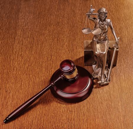 abogado: Estatua de la justicia, el concepto de la ley Foto de archivo