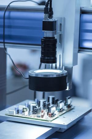 mano robotica: rob�tica m�quina herramienta a mano en la f�brica de fabricaci�n industrial Foto de archivo