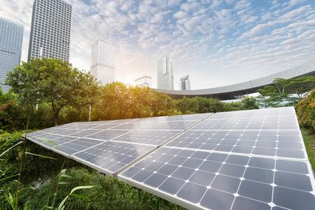 Zonnepanelen in het Park van de moderne stad