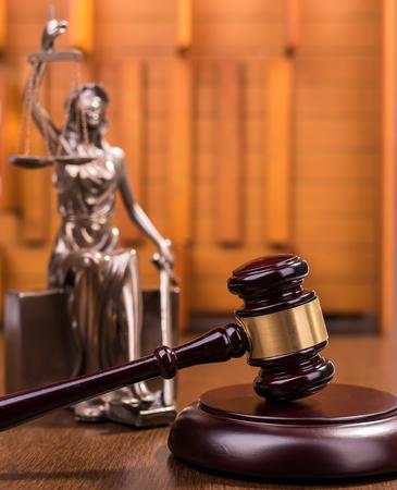 simbolo de la mujer: Estatua de la justicia, el concepto de la ley Foto de archivo