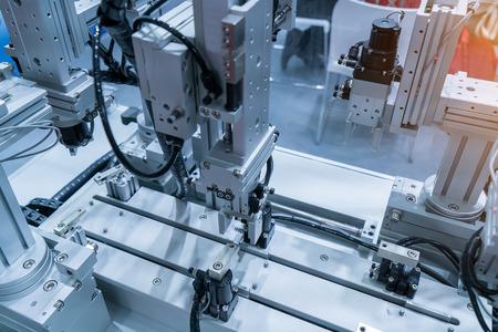Roboterhandwerkzeugmaschine bei der industriellen Fertigung Fabrik Standard-Bild - 59452578