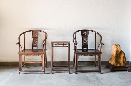 中国のアンティーク エルムの木からなされる明スタイル家具椅子。 写真素材