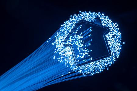 cable red: conexión de fibra óptica a la casa