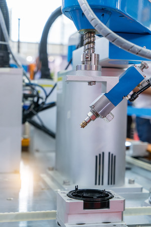 mano robotica: robot industrial que trabaja en fábrica, Controler de la mano robótica.