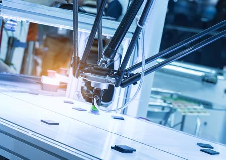 mano robotica: Industrial robot working in factory,Conveyor Tracking Controler of robotic hand.