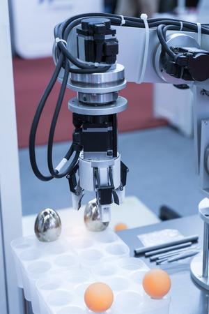mano robotica: robot working in factory,Controler of robotic hand.