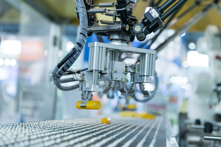 Industrial robot with conveyor in manufacture factory,Smart factory industry 4.0 concept. 스톡 콘텐츠
