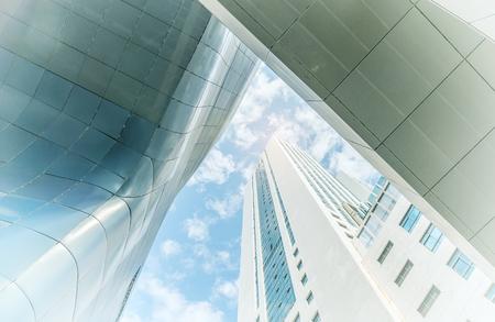 Edificio de oficinas azul pared de vidrio detalle