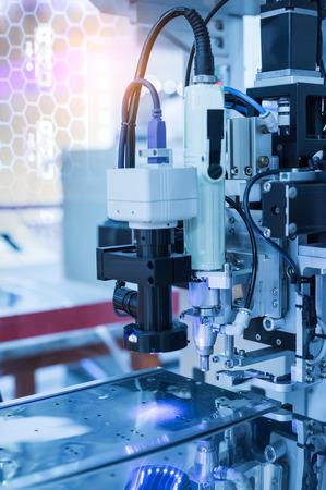 Sistema robotico di visione artificiale in fabbrica, scansione automatizzata. Archivio Fotografico - 85640425