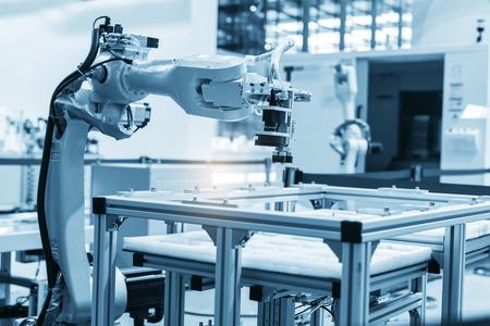 産業機械・工場ロボット アーム、スマート工場業界概念。