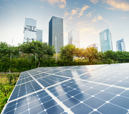 Solar Panels In The Park Of Modern City Stockfoto - 99638738