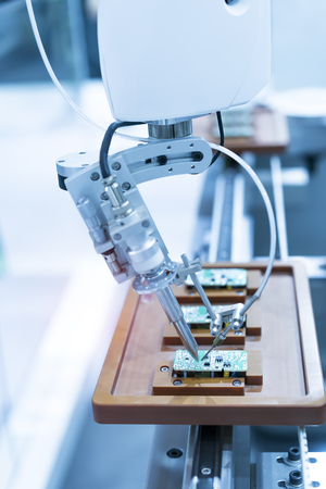 soldering robot used in soldering multilayer board and shielding case