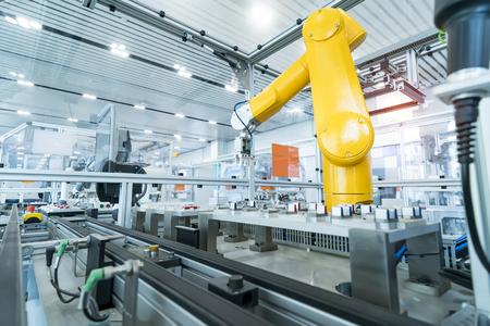 Robotic Arm Produktionslinien moderne Industrietechnik. Automatisierte Produktionszelle.