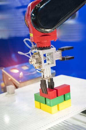 Application de contrôle de système robotique et d'automatisation sur la griffe de la machine automatique