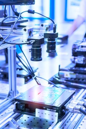 robot intelligent dans l'industrie manufacturière pour l'industrie 4.0 et le concept technologique. Système de caméra de capteur de vision robotique dans une usine de renseignement