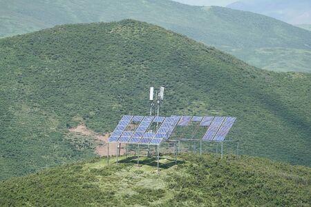 antenna transmitter powered by solar panel Imagens