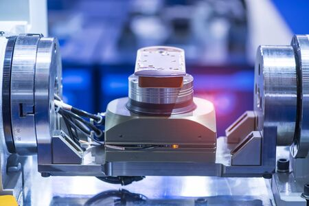 The automatic machine measure the aluminum mobile phone part Standard-Bild