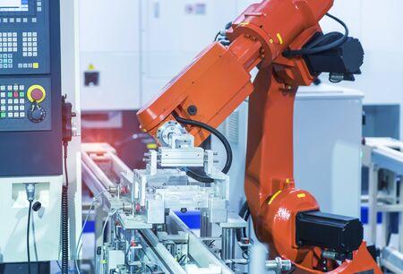 Roboterarm arbeitet intelligent in der Produktionsabteilung in der Fabrik für künstliche Intelligenz Standard-Bild
