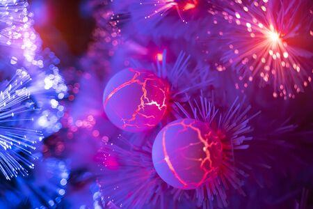 Albero di Natale decorato in fibra ottica con dectoration, concetto di vacanza.