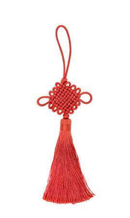 Amuleto de la suerte del nudo chino sobre fondo blanco.