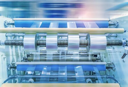 Laminating and rewinding kind of protective film machine with clamping rollers automatic edge banding Standard-Bild