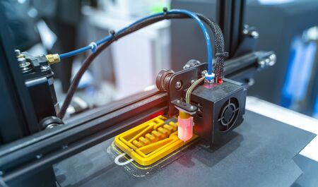 3D printer or additive manufacturing and robotic automation technology. 免版税图像