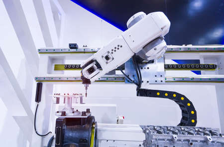 automatic robot drill machine tool at intelligence industrial manufacture factory 免版税图像