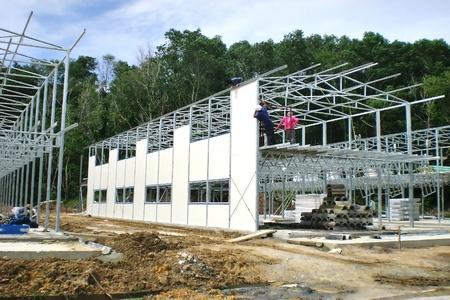 steel construction: Installation modular wall panel in progress