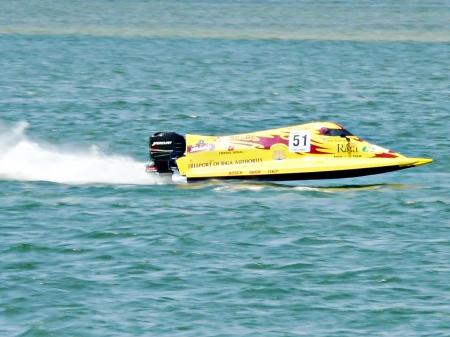 Kota Kinabalu, Sabah - 01 december geïdentificeerde ruiter tijdens Sabah World Cup F2 Powerboat op 01 december 2007