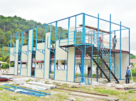 Construction of modular house using steel frame and aluminum wall panel