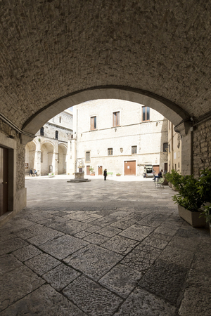 Bitonto, Italy - May 05, 2017: Old church with a water well in Bitonto, Puglia, Italy Archivio Fotografico - 105183829