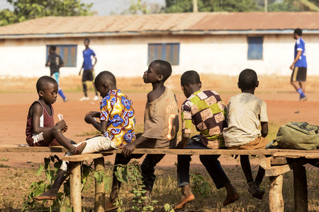 Accra, Ghana - January 01, 2017: Happy african children play cards in Accra, Ghana. Archivio Fotografico - 105185125