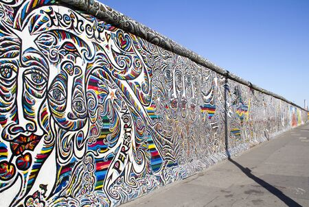 BERLIN, GERMANY - May 21, 2018: East Side Gallery. Graffiti on one of the sections of the Berlin wall. Archivio Fotografico - 129933539