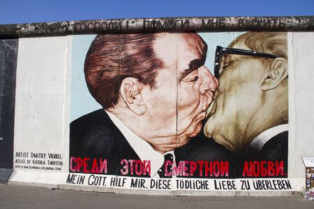 BERLIN, GERMANY - May 21, 2018: East Side Gallery. Graffiti on one of the sections of the Berlin wall. Archivio Fotografico - 129933540
