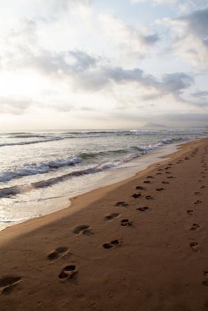 Footprints on the sand on sunrise Archivio Fotografico - 118444310