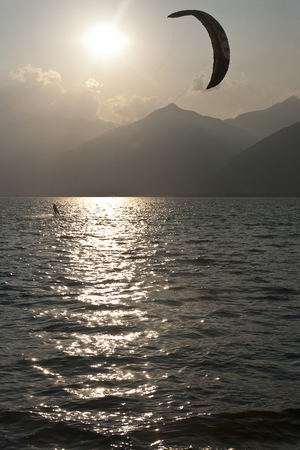 Kite at sunset on the Como lake - italy Archivio Fotografico - 118444312