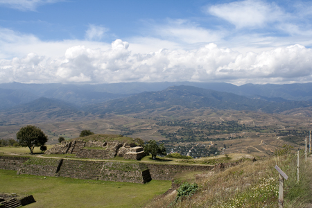 The monumental center of Monte Albán is the Main Plaza, which measures approximately 300 meters by 200 meters. Archivio Fotografico - 118444314