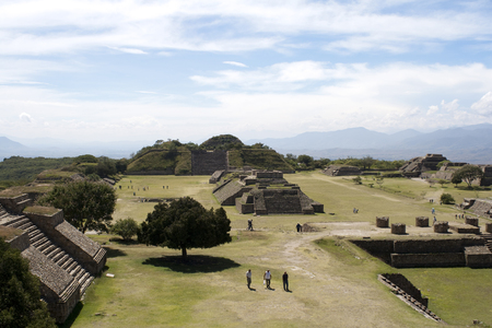 Monte Albán is a large pre-Columbian archaeological site in the southern Mexican state of Oaxaca. Archivio Fotografico - 118444257