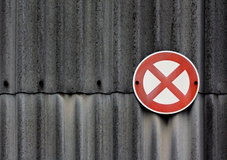 A no stopping sign on asbestos wall Banque d'images