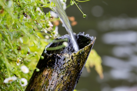 scare: Bamboo tube and flowing water in Japanese garden Shishi-Odoshi - Japanese  scare the deer Stock Photo