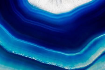 Un fond de tranche d'agate cristal bleu