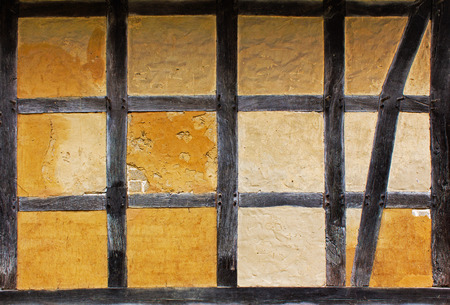 adobe wall: Vecchio muro di mattoni della casa a graticcio Archivio Fotografico