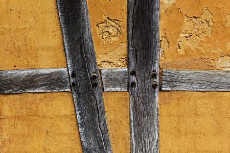 adobe wall: Vecchio muro di mattoni della casa graticcio Archivio Fotografico