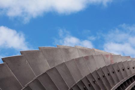 turbina de vapor: Detalle de una turbina de vapor en la luz del sol