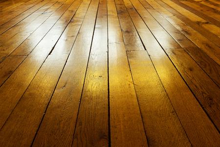 Ancien peint plancher en bois dans le rétro-éclairage