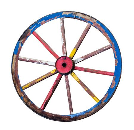 Vieille roue en bois sur un fond blanc