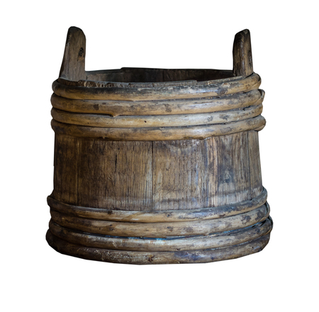 The old bucket on the white background, isolated. Banque d'images